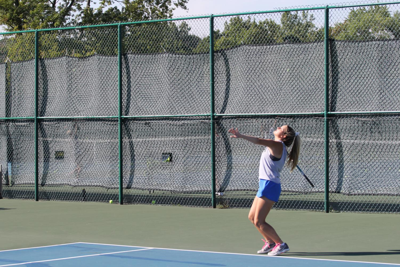 Erica Hearvin serving the tennis ball. Photo by Jakob Killian