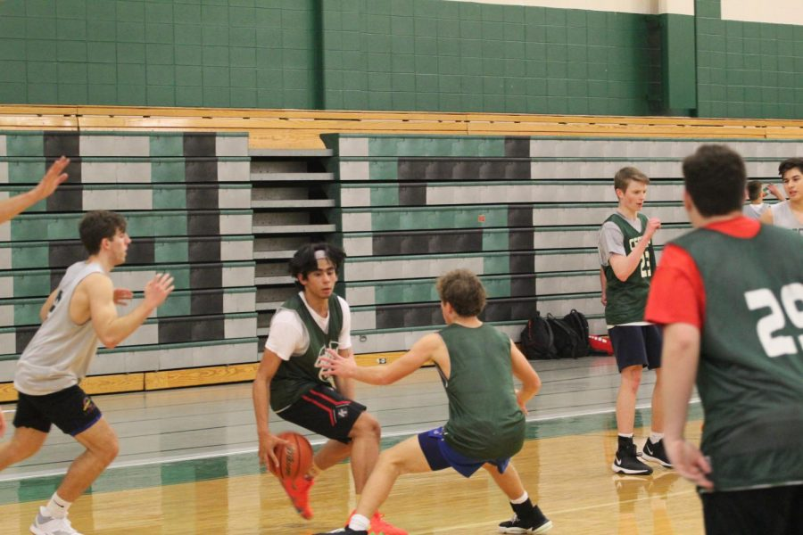 Zoel+Martinez+plays+at+a+scrimmage+during+practice+after+school.%0APhoto+by+Daniel+Robins
