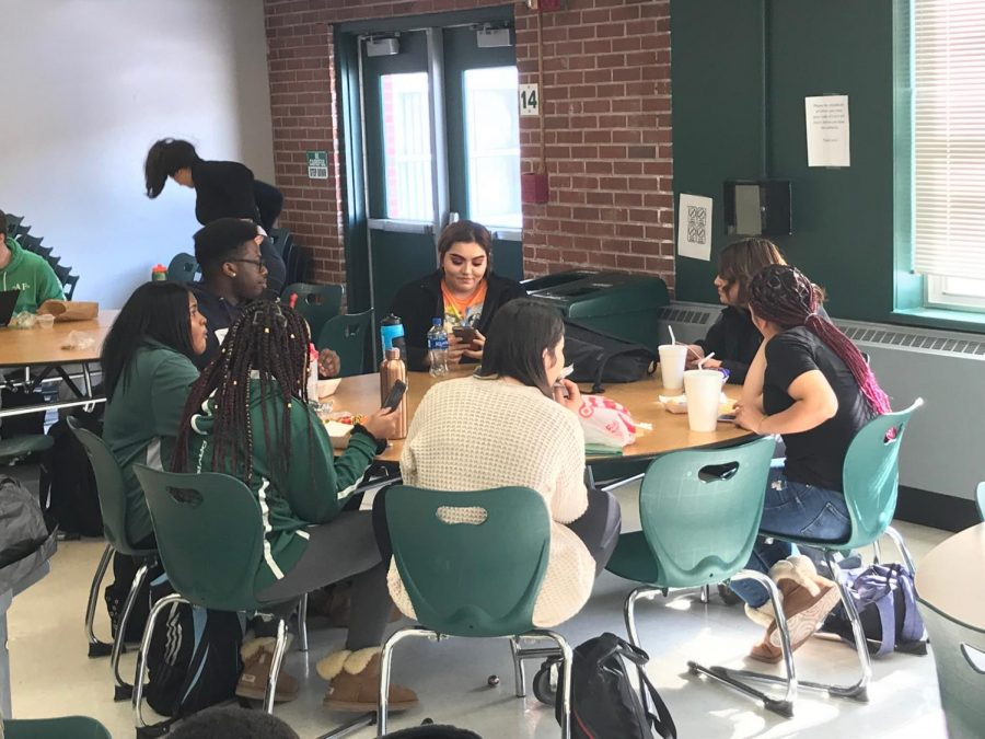 Students should have lunch periods