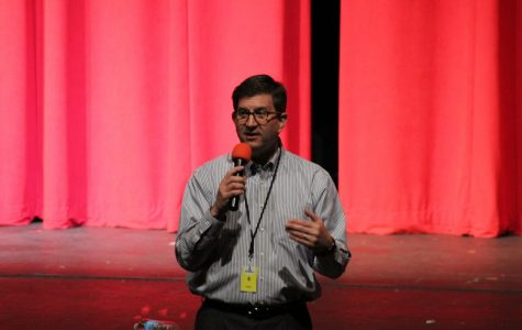 State Respresentative Brad Schneider visits government students