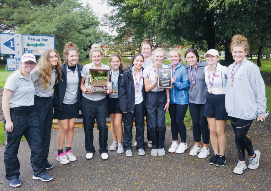 Girls+Golf+posing+with+the+conference+championship+trophy.
