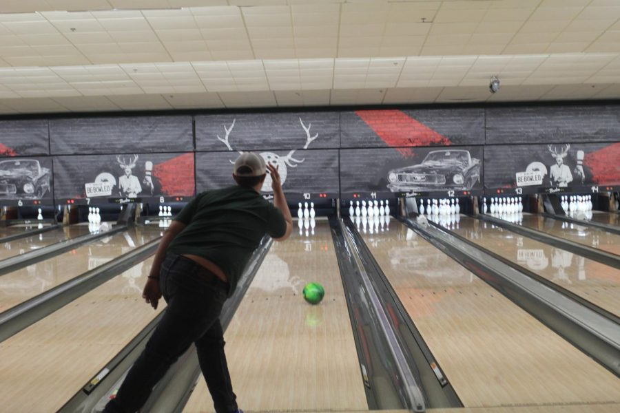 Sophomore Carter Lee practices at the bowling alley.