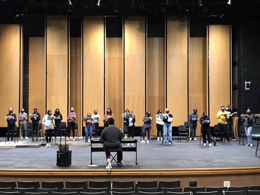 Encore! returns to in-person rehearsals once Central went hybrid. Students follow safety protocols. Photo provided by Maureen Ritter